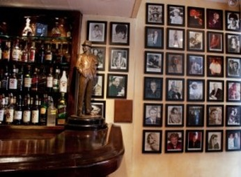 Statue Of Frank Sinatra in Patsy's